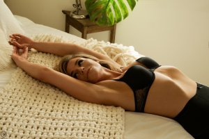Mardaye massage escorts Varennes, QC