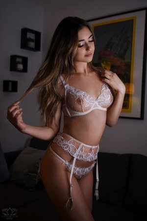 Mirlande facesitting outcall escort Barrie